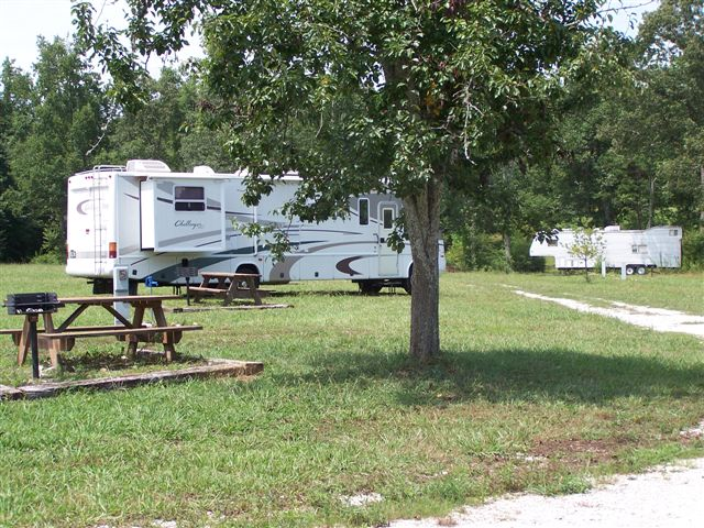 full hookup rv sites 70 full hookup rv sites at $52, pull thrus $56 (10% discount available for good sam, seniors and military) 15 total rooms--seven with a double & a single bed.